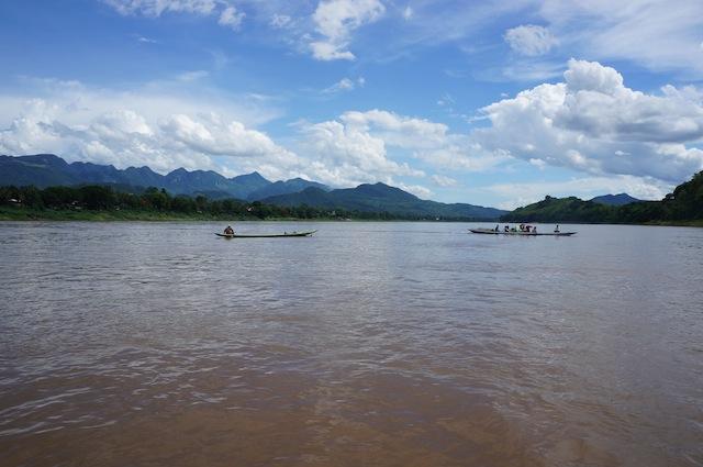 long tail boat fishing in lao