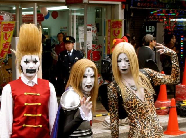 Japan street performing
