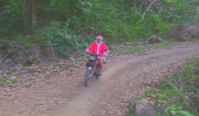 This is how Santa rolls in the Philippines