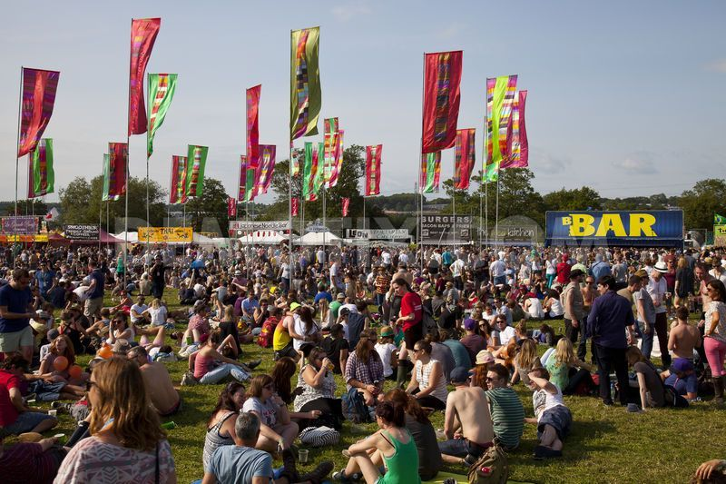glastonbury-festival-2013-opens-to-sunshine_2197145